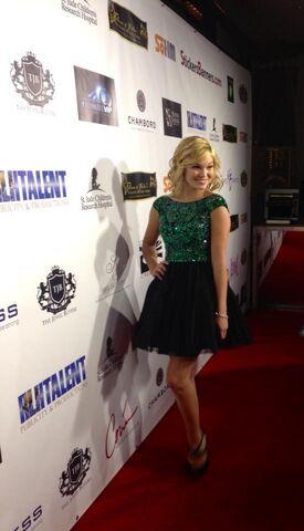 File:Olivia Wearing Green and Black Dress.jpg