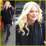Olivia-holt-5-napkins-lunch-nyc