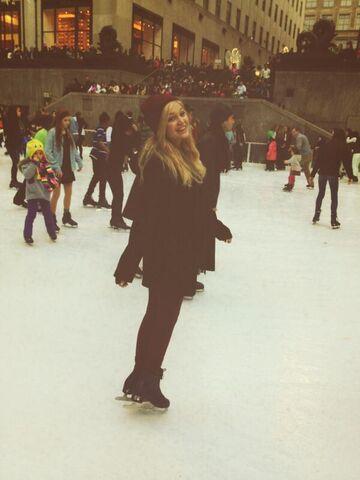 File:Olivia on Ice.jpg