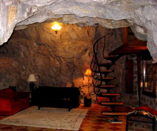File:Cave-home-arizona2 aJ4W5 24702.jpg
