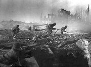 Soviet soldiers moving at Stalingrad2-1-