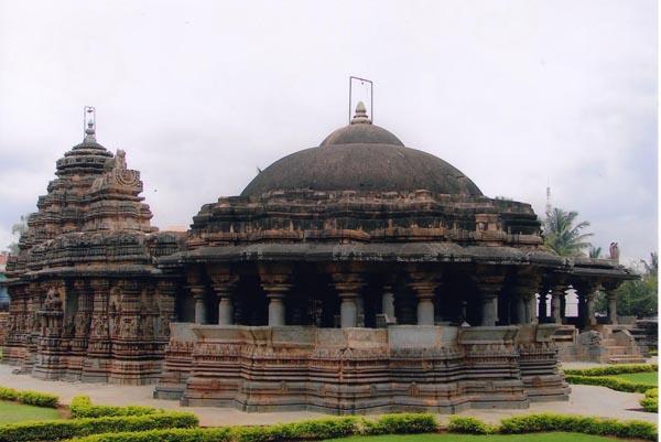 File:Isvara Temple at Arasikere in Hassan district.jpg