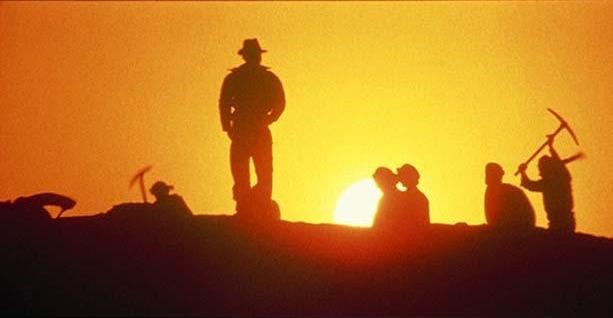 File:Raiders - digging in Egypt.jpg