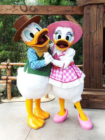 File:Donald and Daisy.jpg