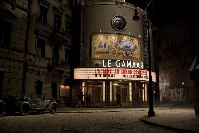 File:Inglourious Basterds Behind the scenes Le Gamaar set.jpg