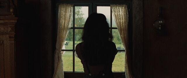 File:Julie LaPadite closed the window.jpg