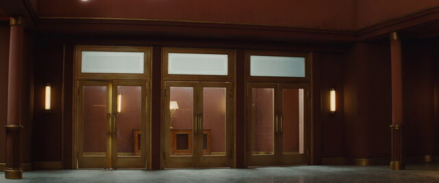 File:Le Gamaar Cinema doors.jpg