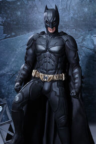 The-dark-knight-rises-batman-1-4-scale-figure-by-hot-toys-1