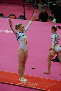 Women gymnastics olympics 2012 sandra izbasa 02