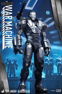 Iron-man-2-war-machine-sixth-scale-hot-toys-902615-06