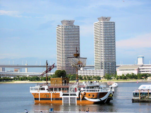 "Datei:Odaiba - ""Going Merry"", the boat from One Piece, in Tokyo Bay.jpg"