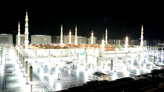 File:Prophet's Mosque in Night.jpg