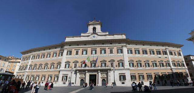File:Palazzo Montecitorio.jpg