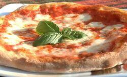 Pizza margherita napoletana.jpg