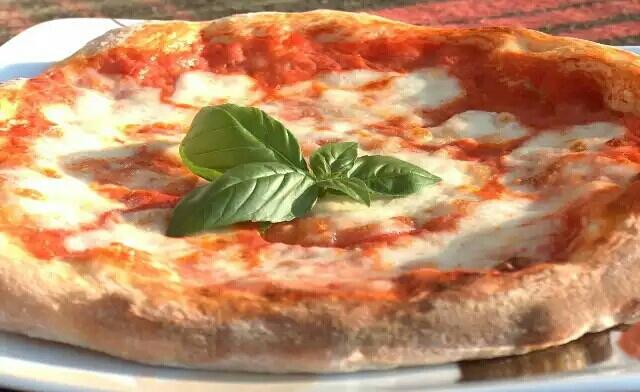 File:Pizza margherita napoletana.jpg