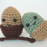 File:Knitted Acorn.png