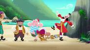 Hook&crew-Pirate Sitting Pirates02