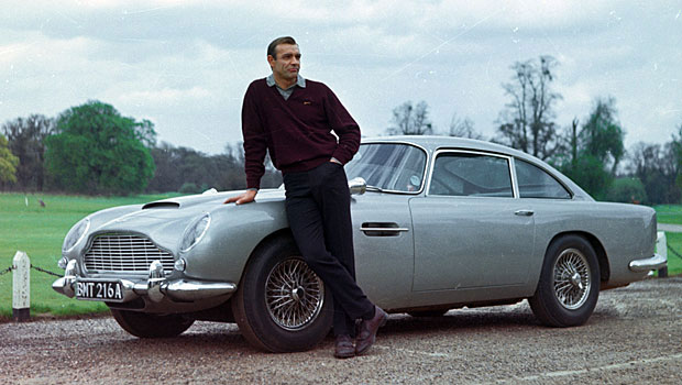 Archivo:Sean Connery with 1964 Aston Martin DB5.jpg