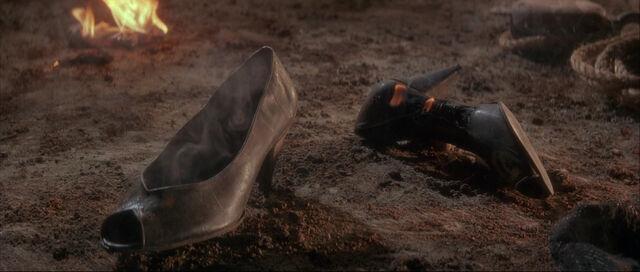 File:Fatima Blush (played by Barbara Carrera) Never Say Never Again 288.jpg