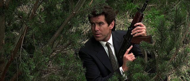 File:Bond using the AKS-74U (GoldenEye).jpg