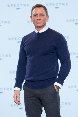 File:Spectre press conference - Craig solo.jpg