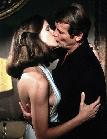 File:Holly kisses Bond.jpg