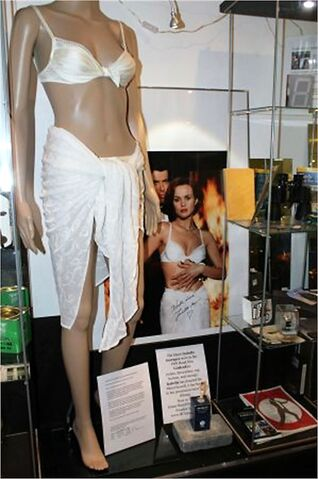 File:Outfit in the 007 museum.jpg