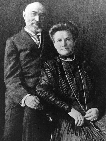 File:Ida and Isidor Straus.jpg