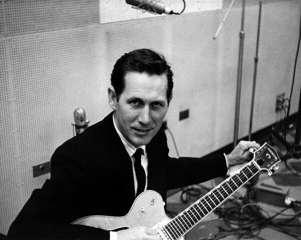 File:Chet Atkins Preparing for War.jpg