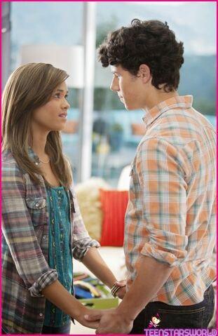 File:Nicole-Anderson-Nick-Jonas-Secret-Relationship-04.jpg