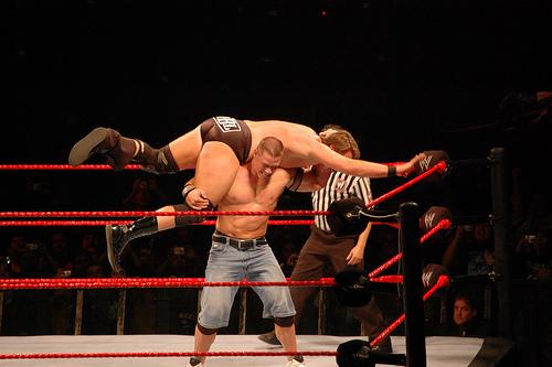 File:John Cena, aplicando FU.jpg