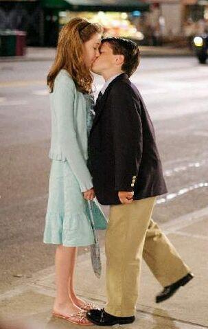 File:Little Manhattan Kissing Scene.jpg