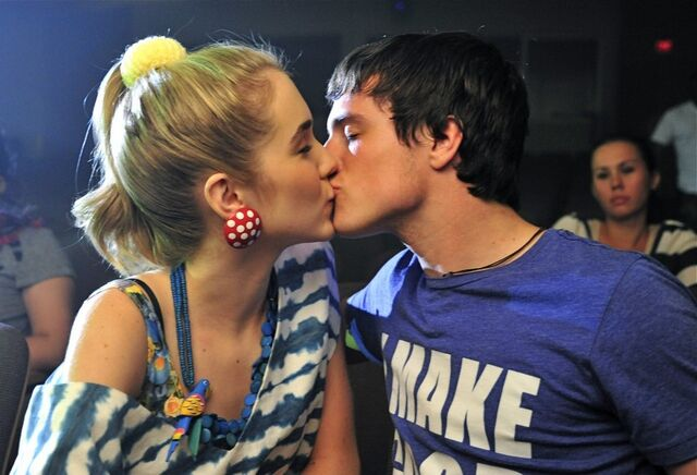 File:Spencer-Locke-and-Josh-Hutcherson-in-Detention-2011-Movie-Image.jpg