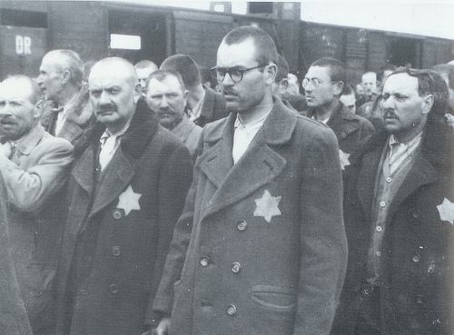 File:Classic Auschwitz photographs.jpg