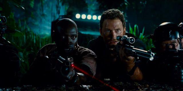 File:Barry and Owen Grady with guns.jpg