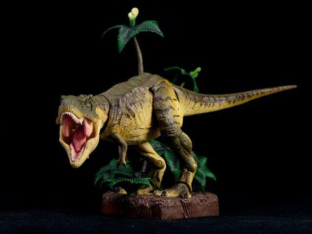 File:Revoltech-T-Rex-008-700x525.jpg