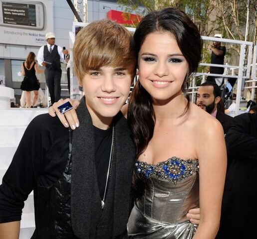 File:Justin Bieber and Selena Gomez.jpg