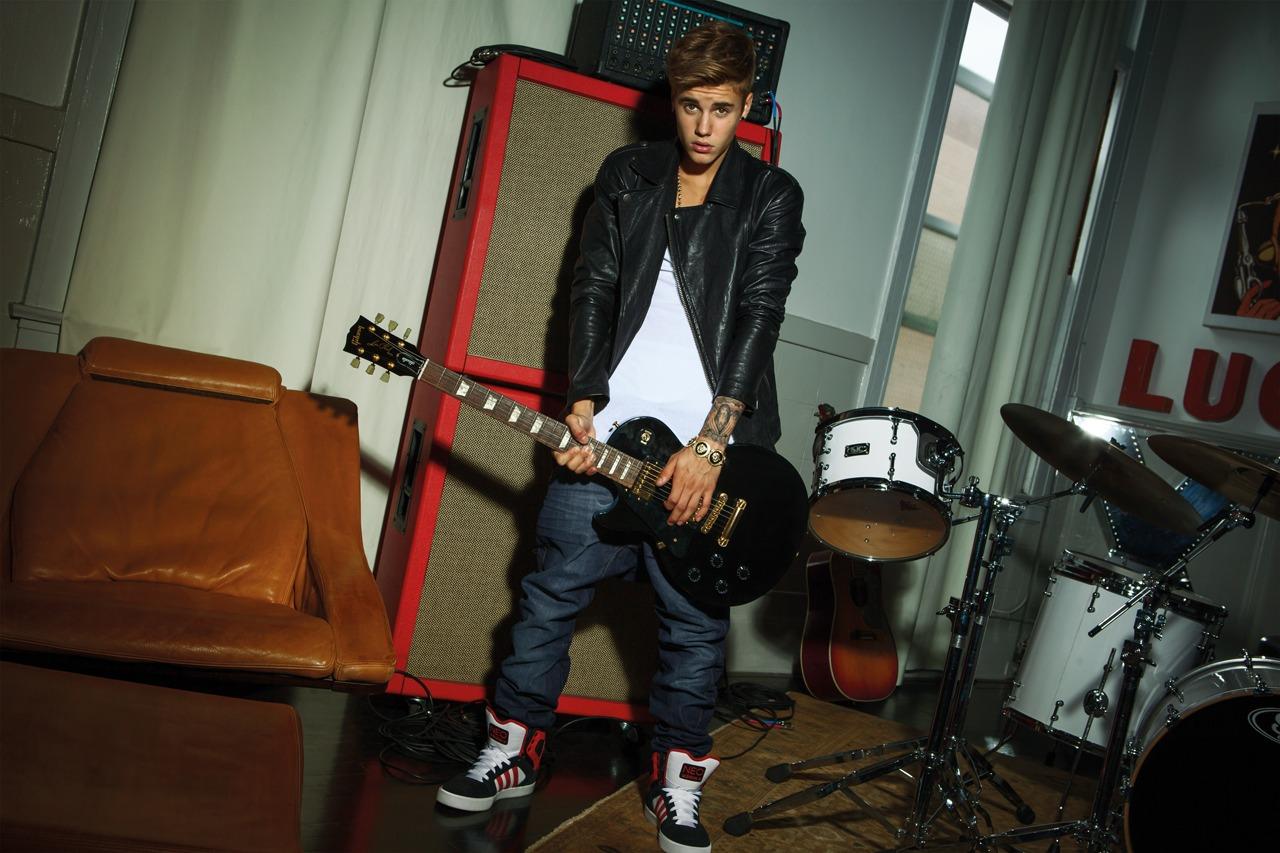 4787b2dc511247 ... SHOES Adidas NEO 2013 photoshoot guitar.jpg Justin Bieber s New Adidas  ...