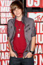 Justin Bieber attends the MTV Video Music Awards 2009