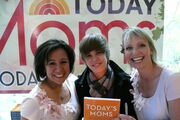 Justin Bieber with Alicia & Mary Ann from Today's Moms at The Today Show 2009