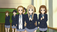 Ritsu, Mugi and Yui cheering Mio on