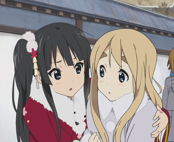 File:Mio and Tsumugi.jpg