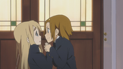 Ritsu pushes Mugi to join her club
