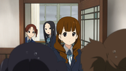 Azusa and Jun talking with Class 3-2
