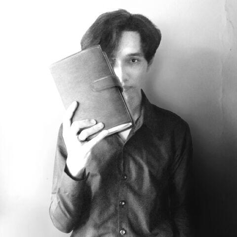 File:Akbar de Wighar with the book.jpg
