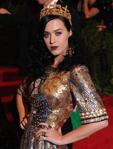 File:Katy+Perry+Red+Carpet+Arrivals+Met+Gala+ hXIlSSfVgDx.jpg