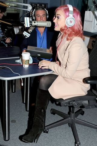 File:CU-Katy Perry appears on The Elvis Duran Morning Show-02.jpg