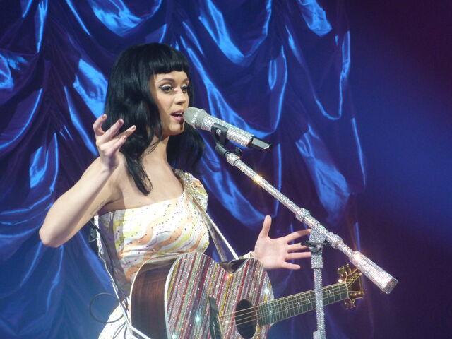 File:Katy Perry 361 - Zenith Paris - 2011 (5512335261).jpg