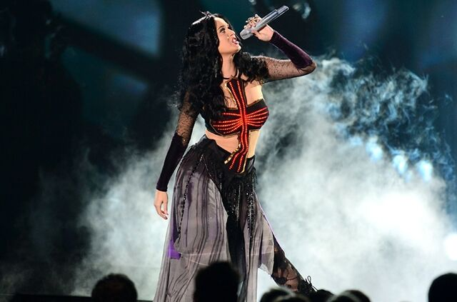 File:Katy-perry-4-grammys-2014-show-650-430.jpg