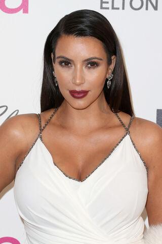 File:Kim+Kardashian+21st+Annual+Elton+John+AIDS+kJrUBQQ5U7px.jpg